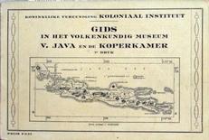 Java en de koperkamer,gids in het volkenkundig museum.