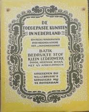 Batik bedrukte stof klein lederwerk.Toegepaste Kunst in Ned.
